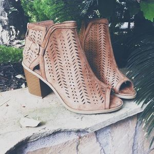 Perforated peep toe ankle Bootie - tan